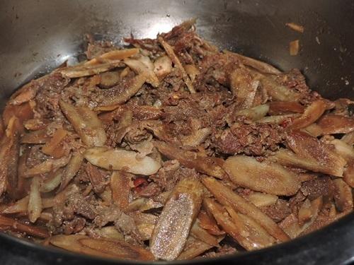 牛肉とごぼうの炊いたん
