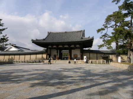 正門前の広場