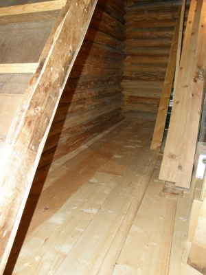 床板張りログ北側も完成