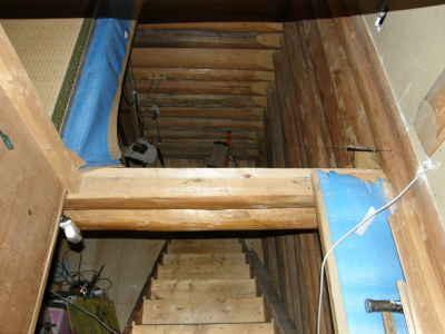 ロフトから階段部分を見る