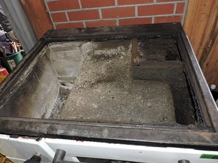 薪オーブンの煤掃除