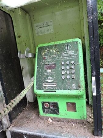 不気味な公衆電話