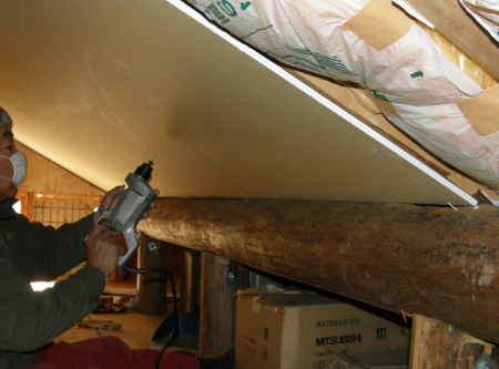 小屋裏天井貼り(2)
